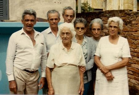Dona Esmeralda e filhos, em maio de 1987, em Miguelópolis-SP